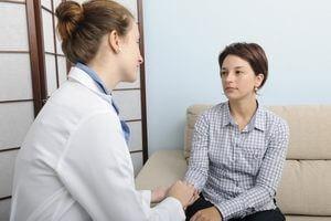 психотерапевт с пациенткой