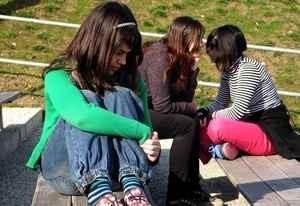 девочка не находит контакта со сверстницами