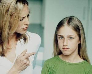 женщина требовательна к своей дочери