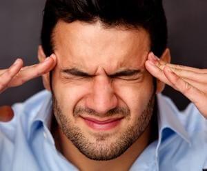 мужчина беспокоят мысли
