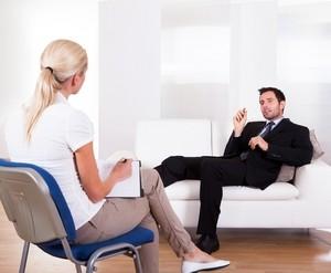 мужчина обратился за помощью к психотерапевту
