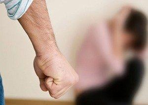 сильный мужской кулак