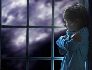 девочка боится одиночества