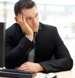 мужчина находится в стрессовом состоянии