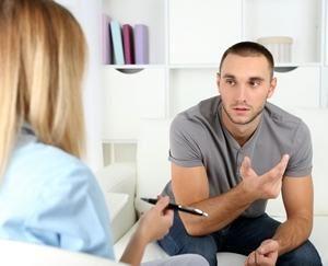 психологу пациент рассказывает о своих проблемах