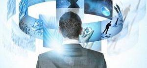 мужчина воспроизводит в памяти реальную информацию