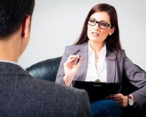 мужчина на консультации у психиатра