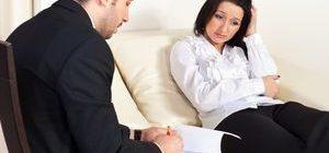 женщина пришла за консультацией к психотерапевту