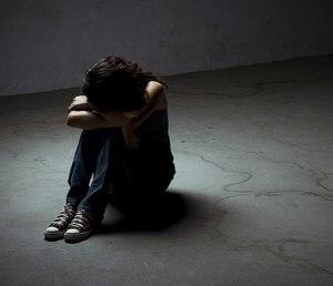 женщина страдает от затворничества