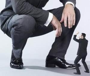 мужчина боится общения с человеком