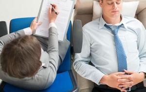 психотерапевт занимается коррекцией состояния пациента