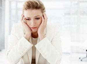 у женщины головные боли и слабость