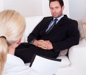 психотерапевт с пациентом