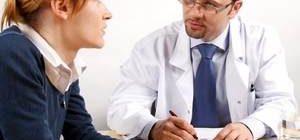 психотерапевт общается с пациенткой