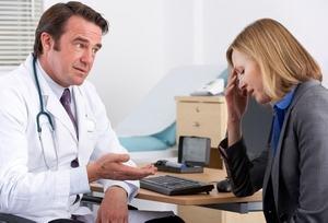 врач разбирается в проблемах своей пациентки