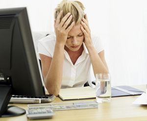 девушка страдает от повышенной утомляемости