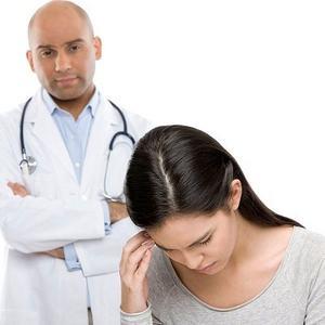 врач с пациенткой