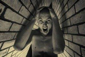 страх из-за присутствия в замкнутом пространстве