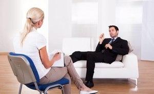 пациент на приеме у психолога