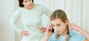 мать недовольна поведением дочери