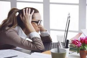девушка тревожится по поводу предстоящей работы