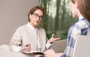 психолог с пациенткой