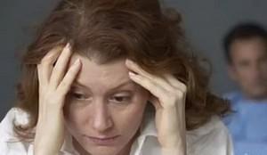 женщина страдает от собственных страхов