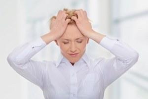 девушка остро реагирует на стресс