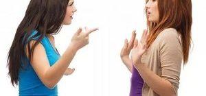 девушка конфликтует