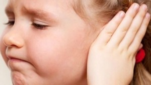 трение ушных мочек