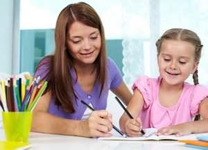 ребенок рисует у психолога