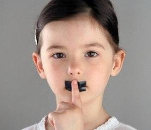 отсутствие диалоговой и спонтанной речи