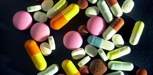 капсулы и таблетка