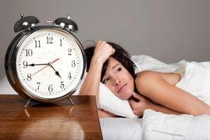 девушка не спит в раннее время