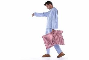 мужчина с подушкой