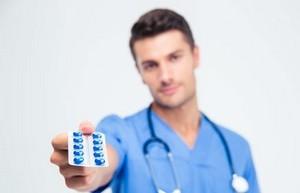 пластина с таблетками у врача
