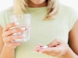 таблетки у девушки