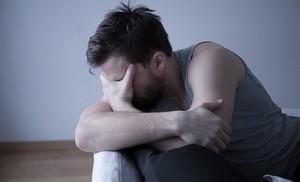 мужчина в стрессовом состоянии