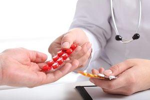 врач назначает таблетки
