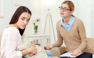 психолог беседует с клиенткой