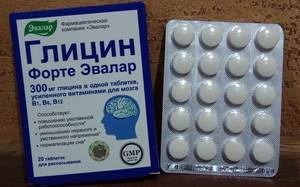 блистер с белыми таблетками