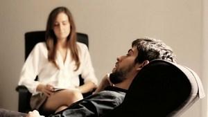 мужчина и психолог